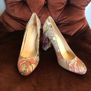 Nine West closed toe block heels. Floral pattern